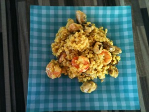 Risotto ou Eblyotto Moules et Gambas au safran dans les plats photo-300x225